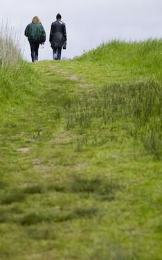 2peoplewalking